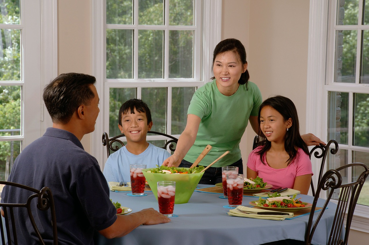 Family Dinners Promote Healthier Eating foto