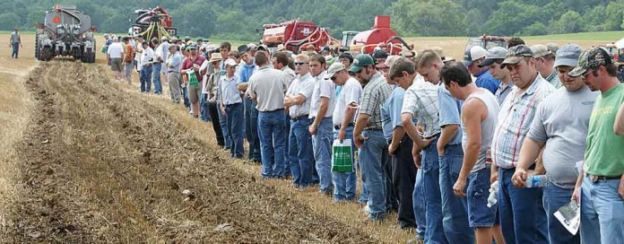 Manure Expo attendees