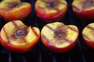 Grilled Peaches by Mike McCune (Own work) [CC BY-SA 3.0 (https://www.flickr.com/photos/mccun934/5891465574)], via Flickr