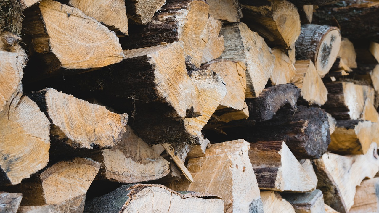 How To Tell When Firewood Is Seasoned Farm And Dairy