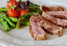 asparagus, tomatos and steak