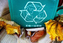 reusable bag with recycling symbol
