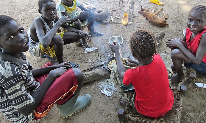 Sudanese children roast corn
